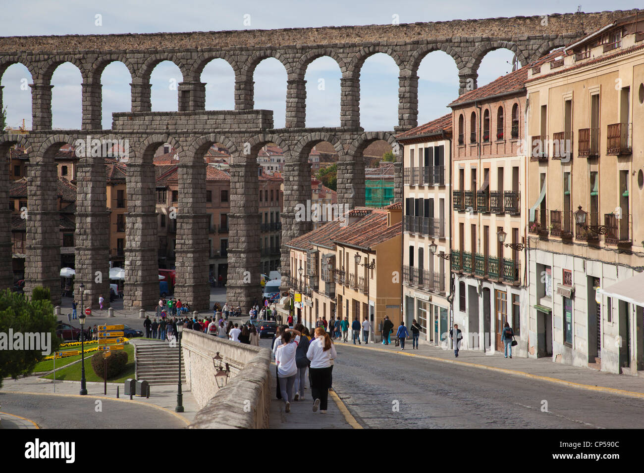 Spain, Castilla y Leon Region, Segovia Province, Segovia, El Acueducto, Roman aqueduct towards Plaza de la Artilleria - Stock Image