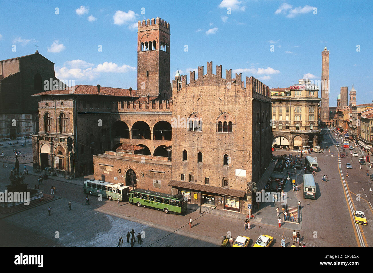 Emilia Romagna - Bologna. The Palazzo di Re Enzo and the Tower of donkeys. - Stock Image