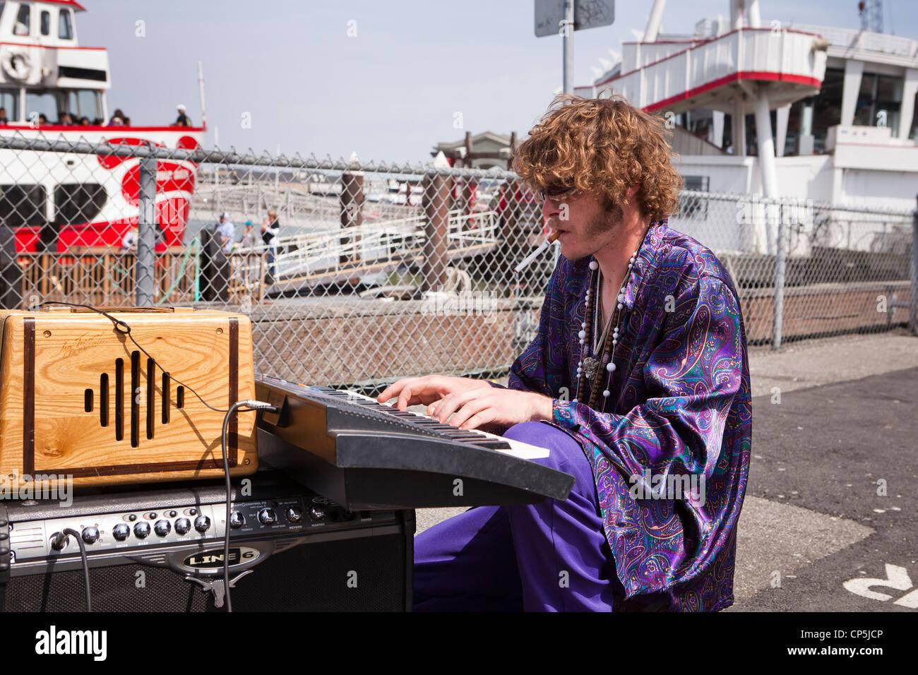 Street musician playing the keyboard - San Francisco, California USA - Stock Image