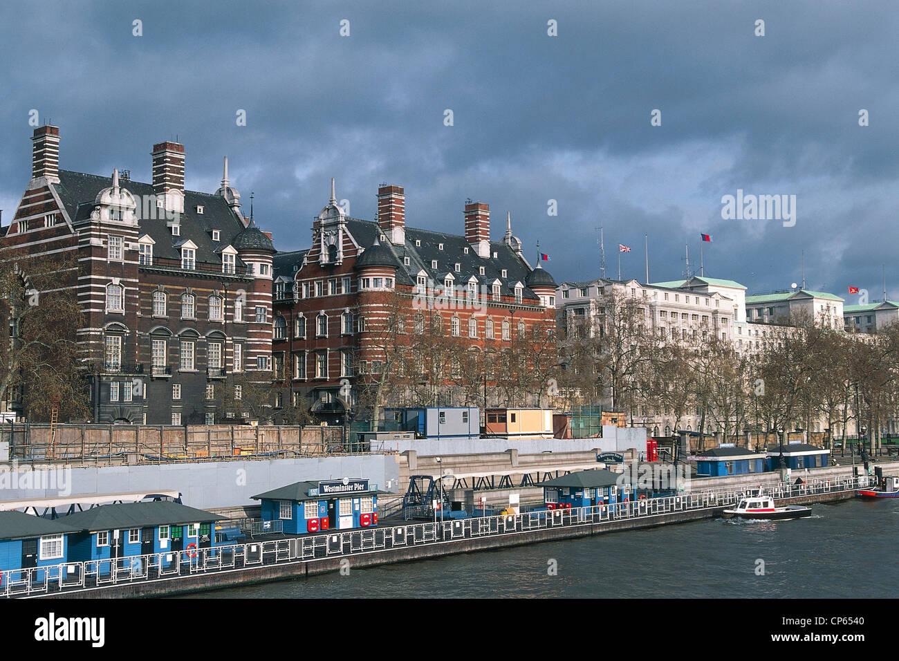United Kingdom - England - London. Embankment on the Thames - Stock Image