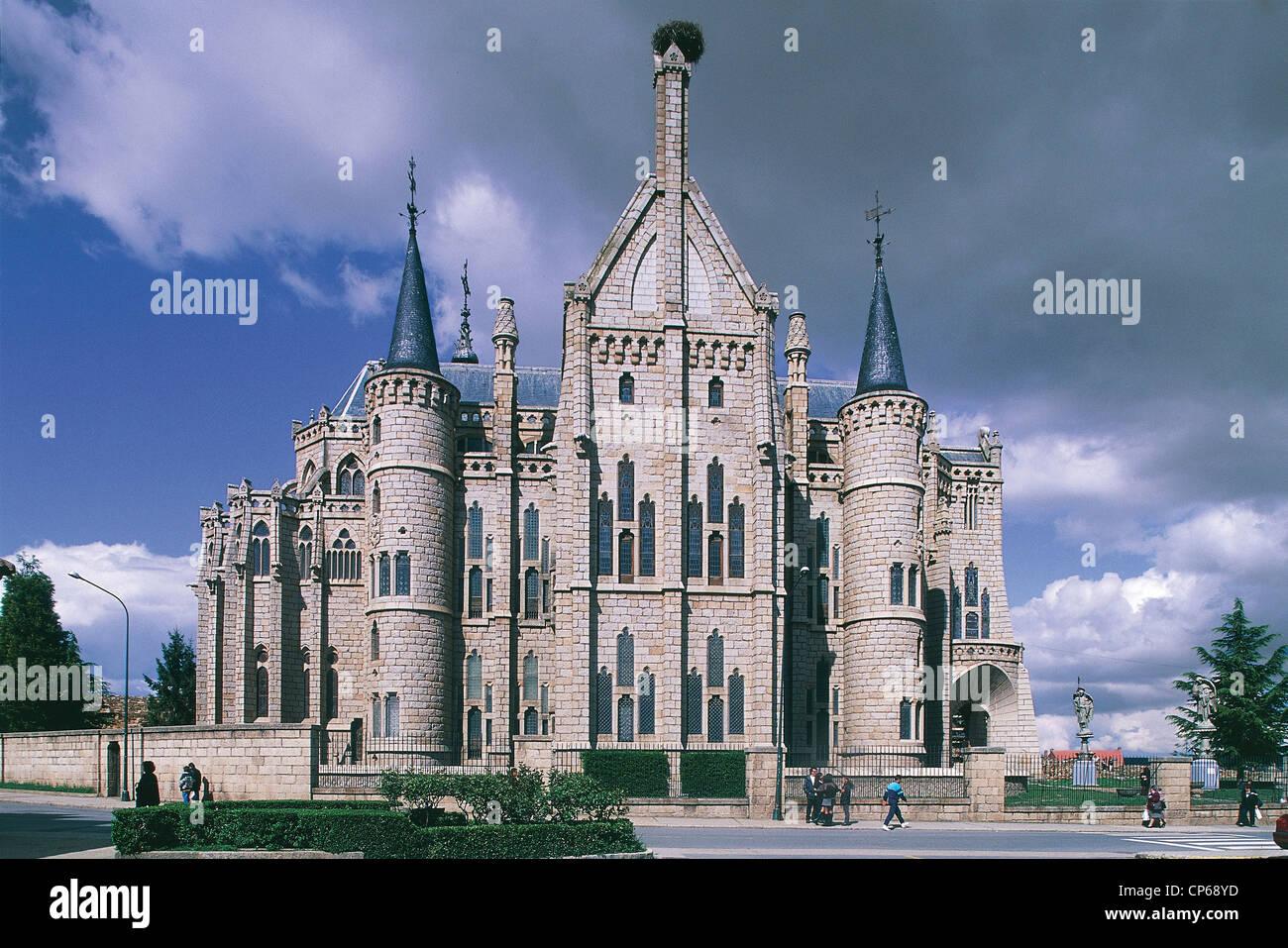 SPAIN - CASTILE - Astorga. Palacio Episcopal ARCHITECT ANTONI GAUDI '(1852-1926) - Stock Image
