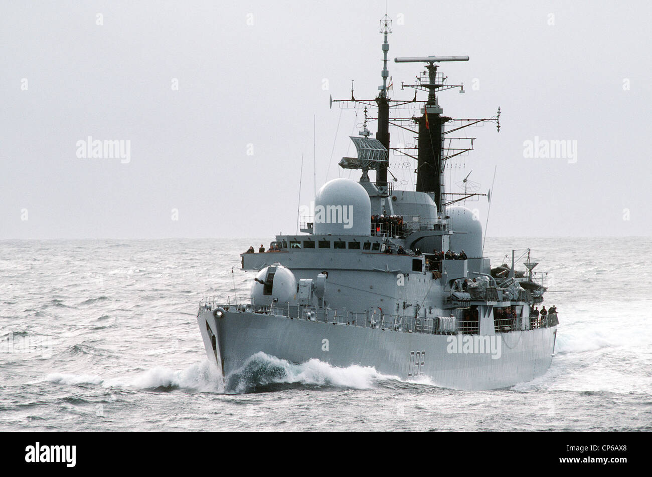 A port bow view of the British destroyer HMS LIVERPOOL (D 92) underway during NATO Exercise NORTHERN WEDDING 86. - Stock Image