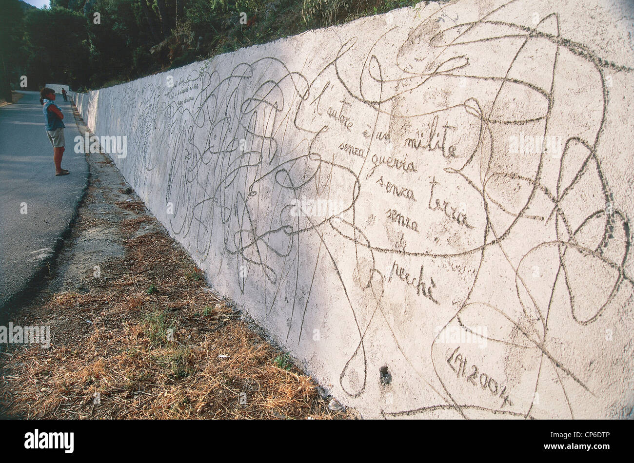 Sardinia - Ulassai (Og). The 'Wall of entanglement', 2004, by artist Maria Lai, along the road leading to - Stock Image
