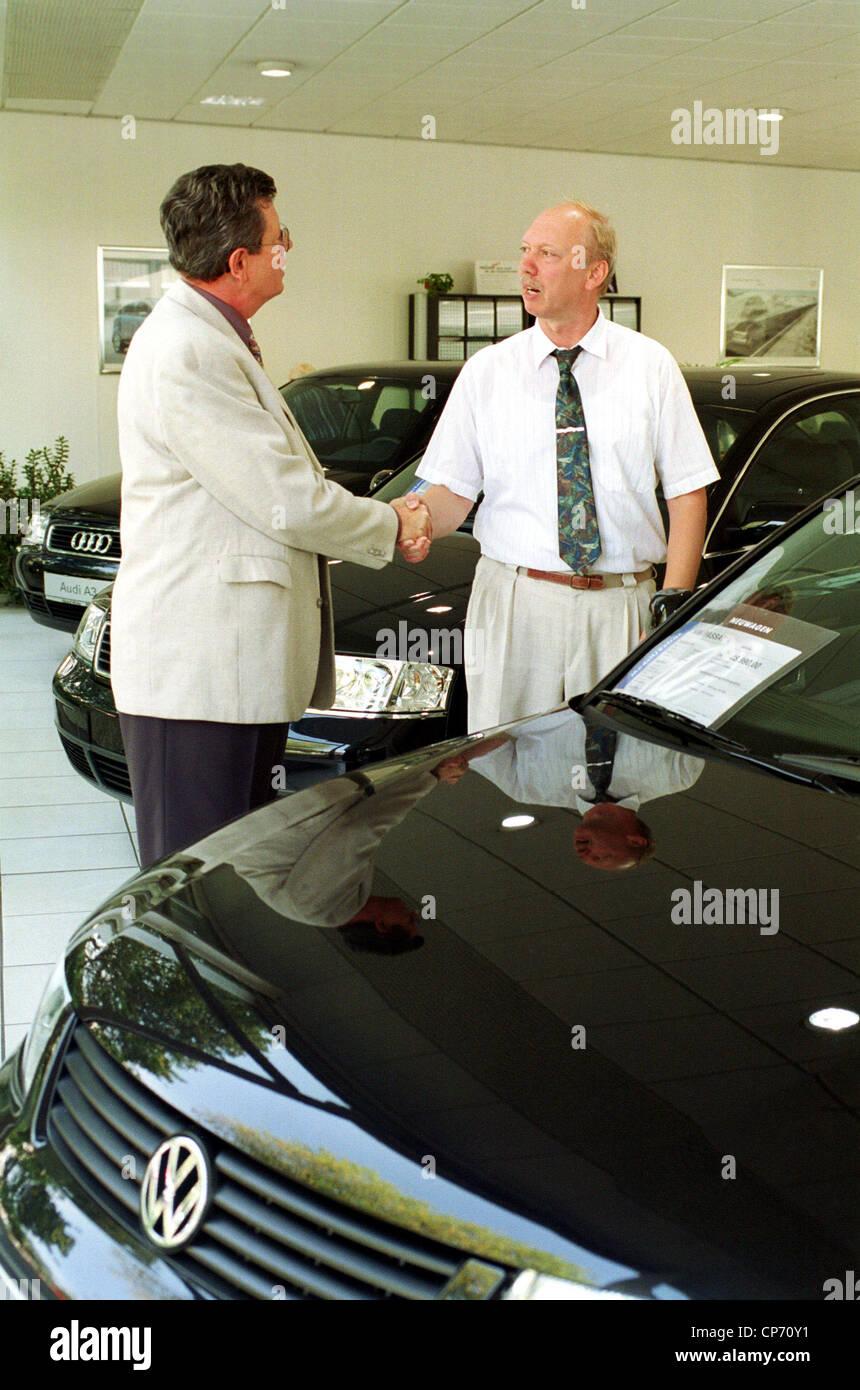 Volkswagen Dealer With Cars Stock Photos Amp Volkswagen