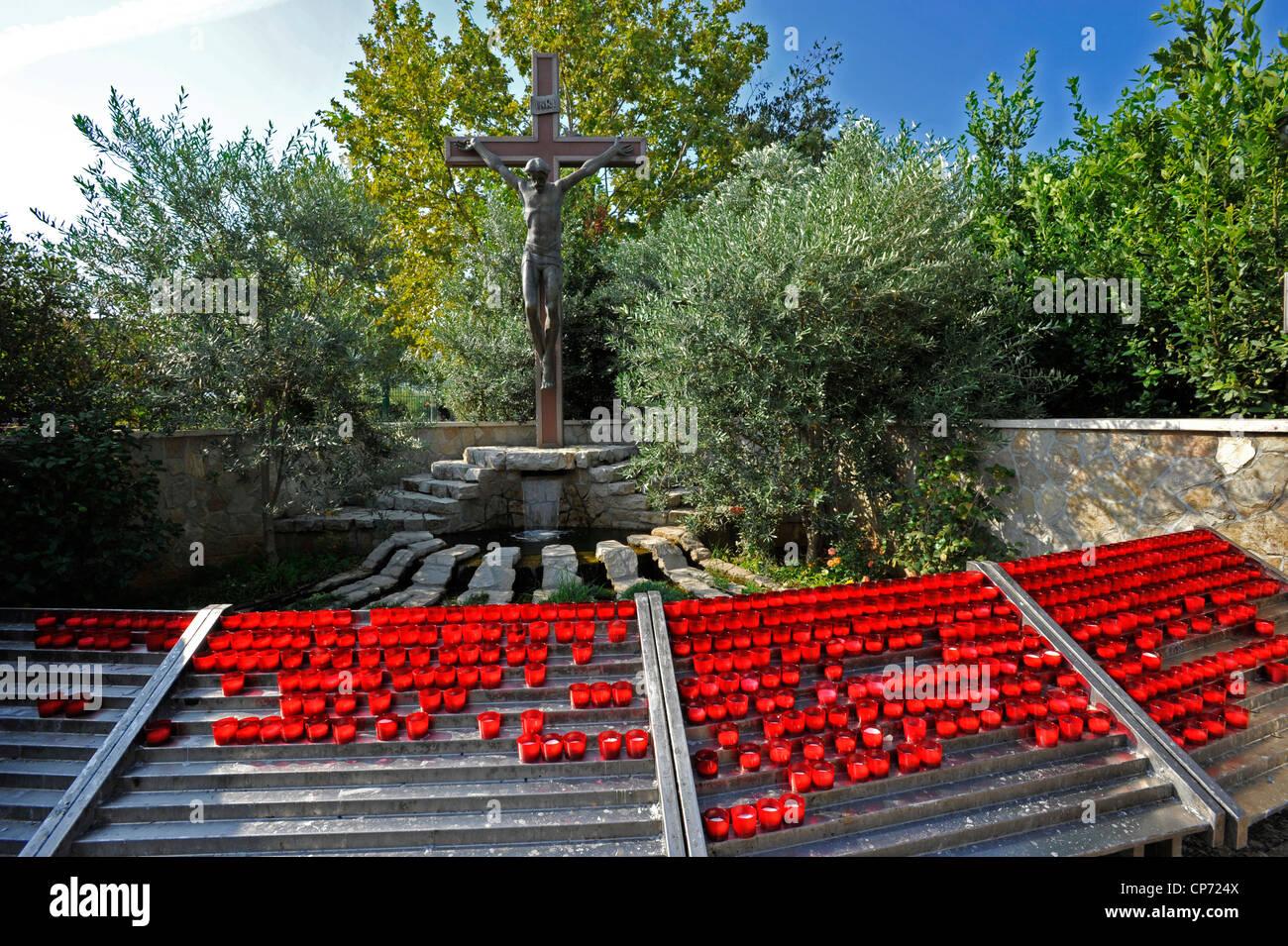 Bosnia Erzegovina Medjugorje Chiesa di Medjugorje Santuario Mariano Candele votive - Stock Image