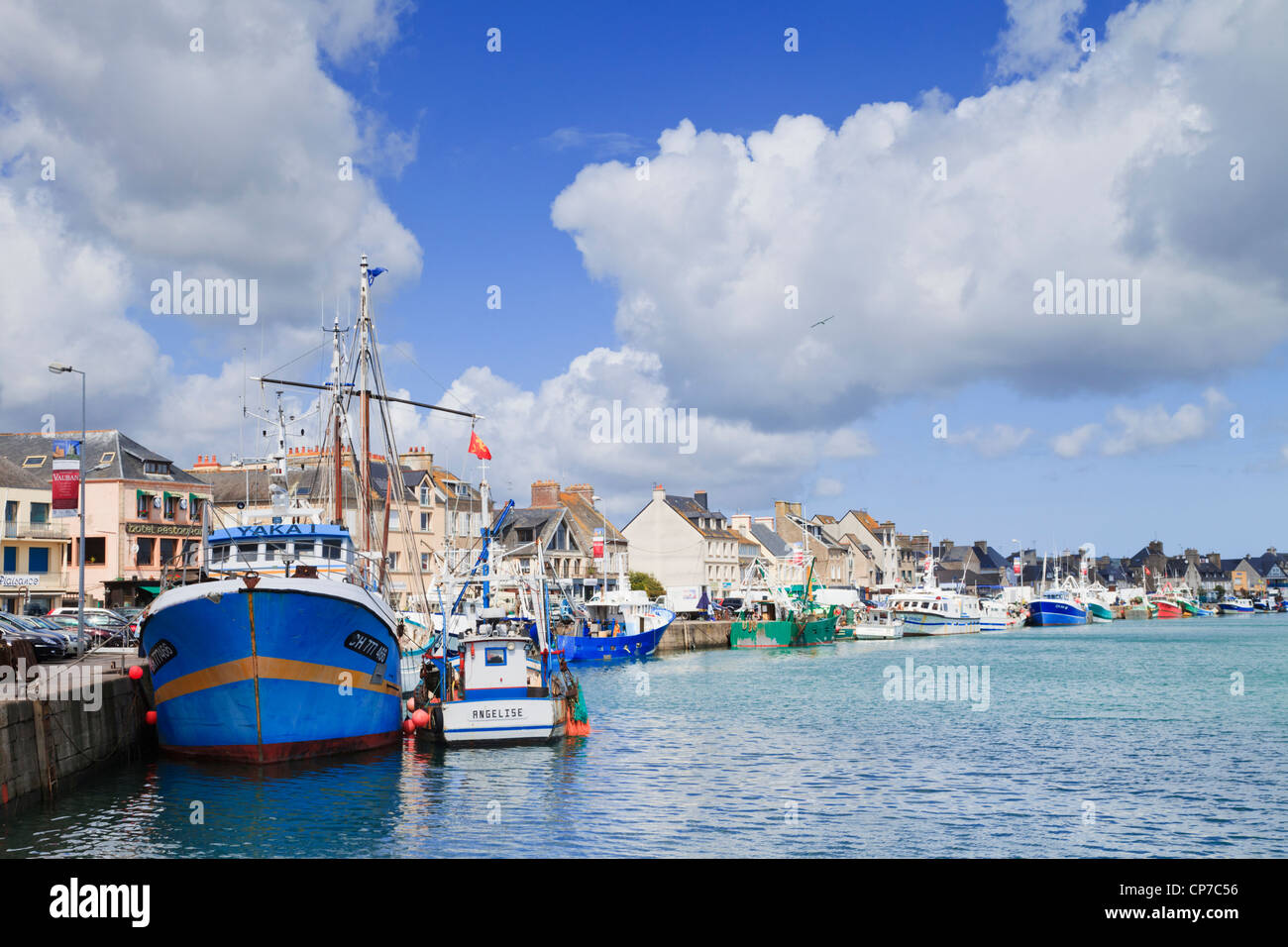 Fishing boats tied up at the quay at Saint Vaast La Hougue, Normandy, France, on a fine summer afternoon - Stock Image