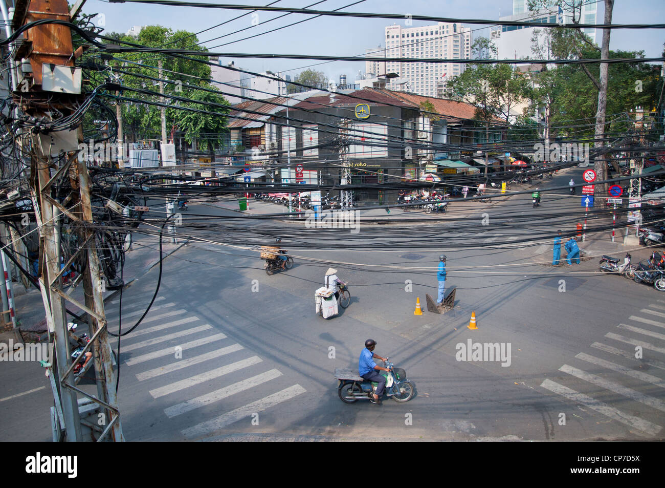 Overlooking a crossroads in District 1, Ho Chi Minh City - Stock Image