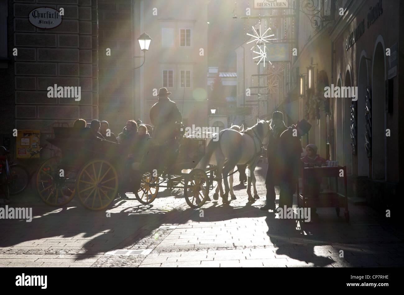 SUN RAYS ON HORSE & CARRAIGE CHURFURSTSTRASSE SALZBURG AUSTRIA 27 December 2011 - Stock Image