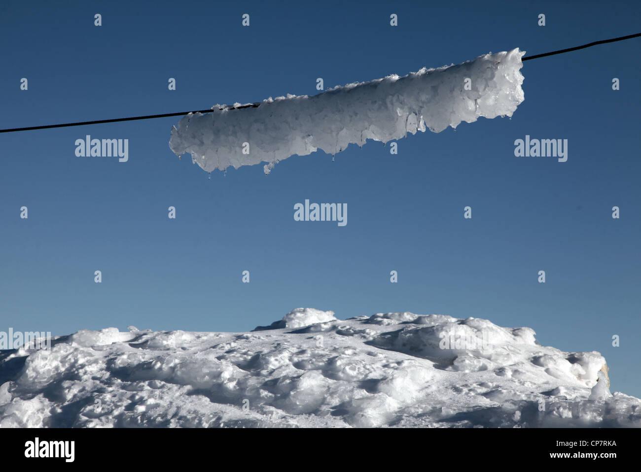SNOW ON WIRE UNTERSBERG MOUNTAIN AUSTRIA 28 December 2011 - Stock Image