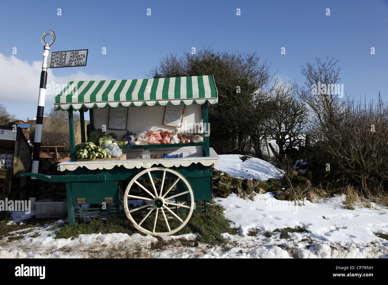 VEGETABLE CART & EGG STALL SUFFIELD NORTH YORKSHIRE ENGLAND 06 February 2012 - Stock Image