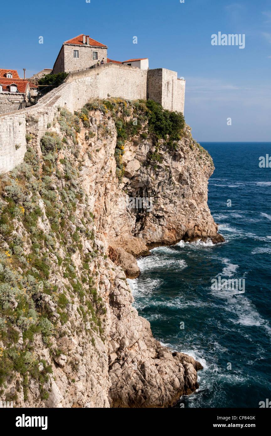 Coastline and city walls at Dubrovnik, Croatia - Stock Image