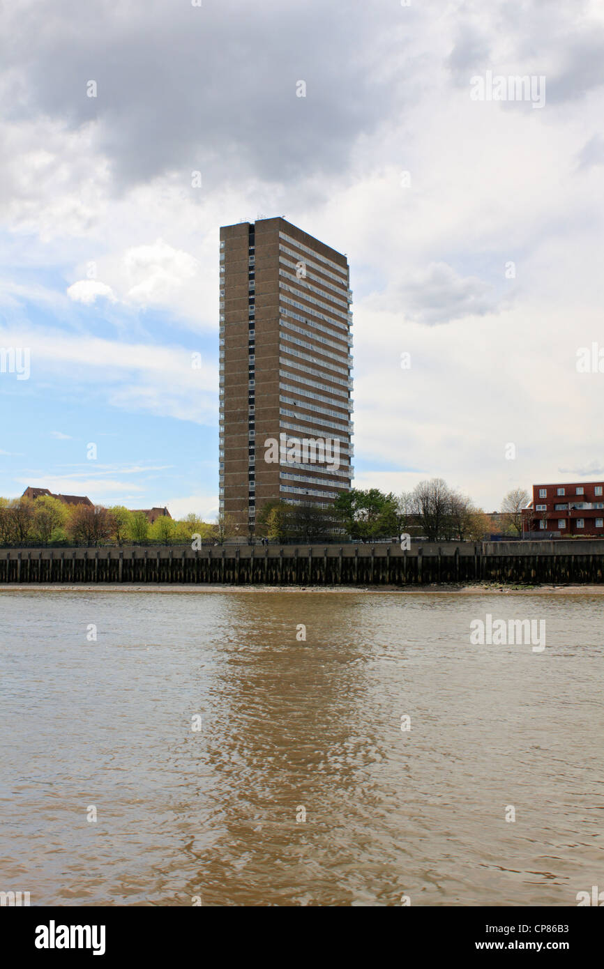 Kelson House residential tower block built in 1967 on the Thames, Samuda Estate, Cubitt Town, Isle of Dogs, London - Stock Image