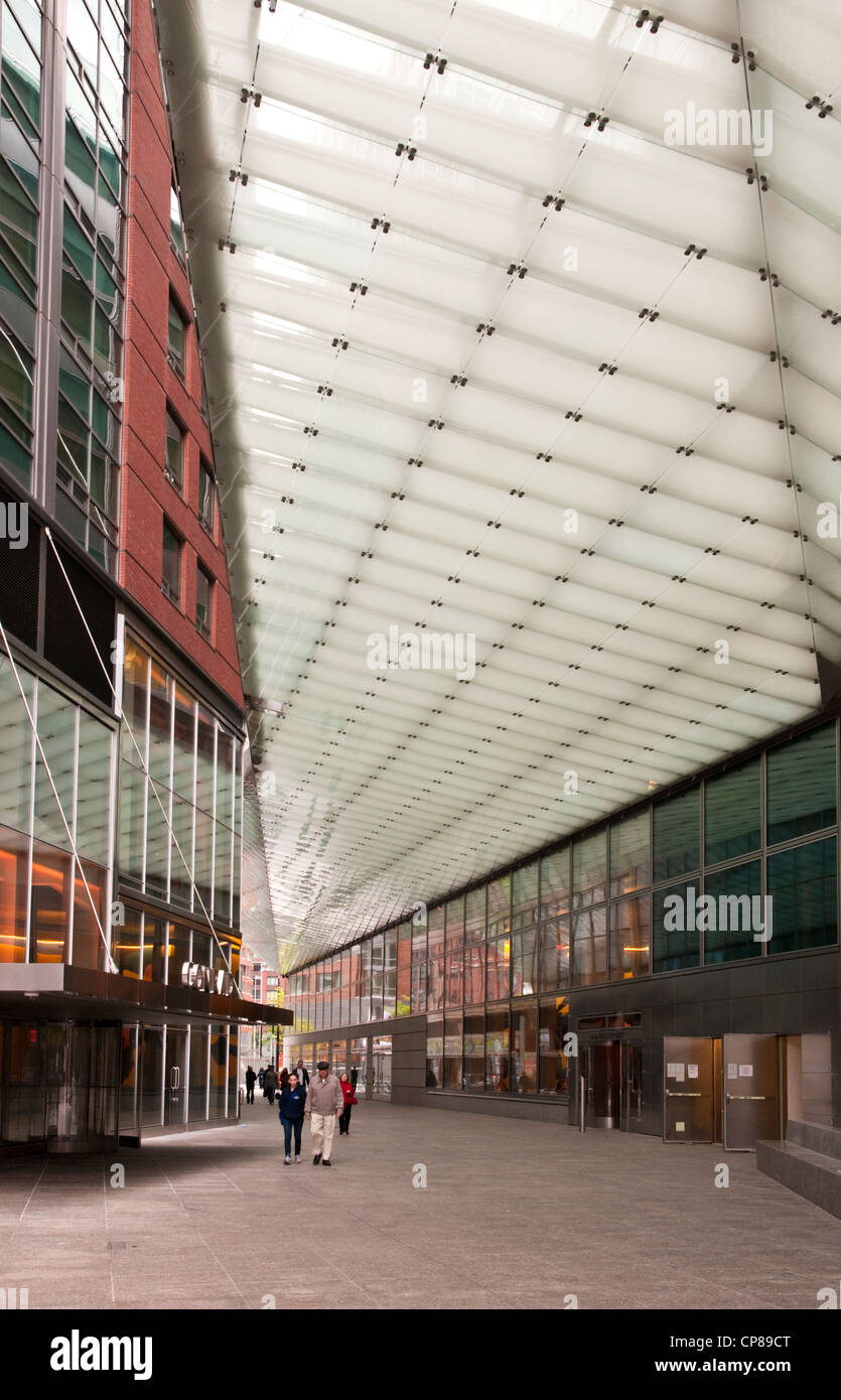 Canopy designed by Preston Scott Cohen for Goldman Sachs in Battery Park City at North End Way - Stock Image