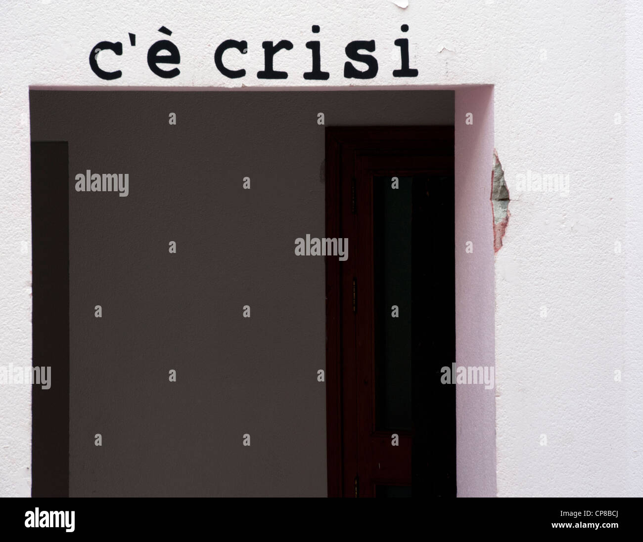 C'e' Crisi - We're In a Depression: On a wall in Cefalu, Sicily - Stock Image