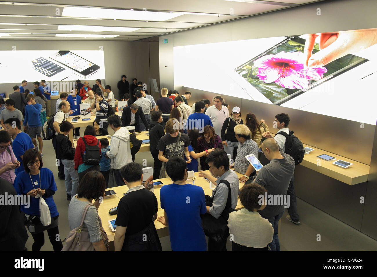Interior view of busy Apple store in Hong Kong - Stock Image