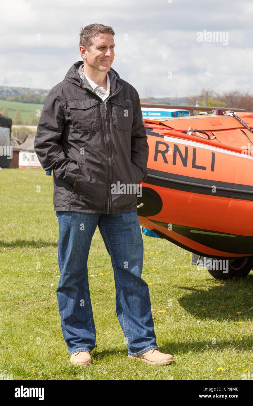 Welsh TV nature presenter, Iolo Williams, recording last episode of Bro: Llwybr yr Arfordir for S4C at Flint Castle. - Stock Image