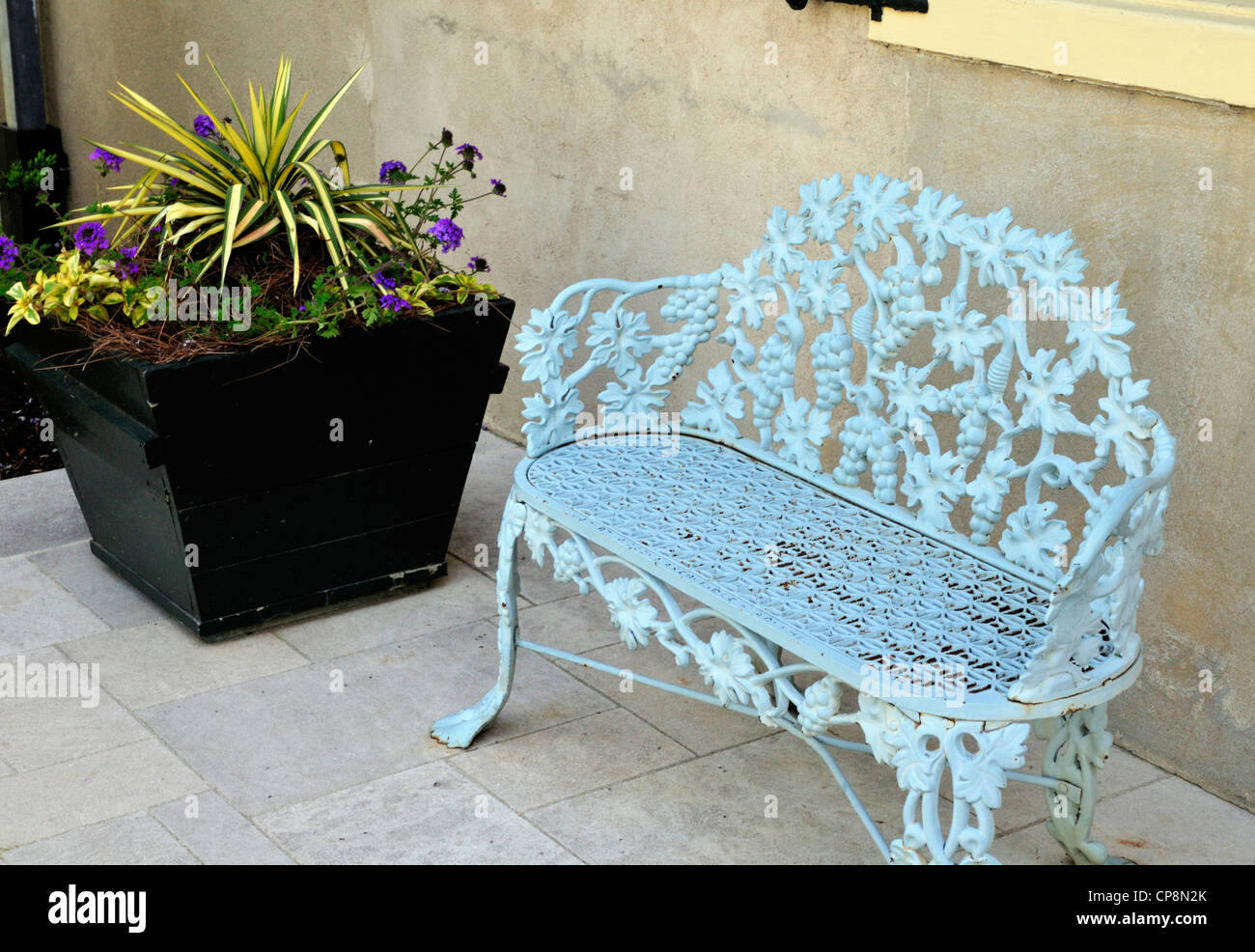 Decorative chair outside Eleutherian Mills, the du Pont family home, now part of the Hagley museum - Stock Image