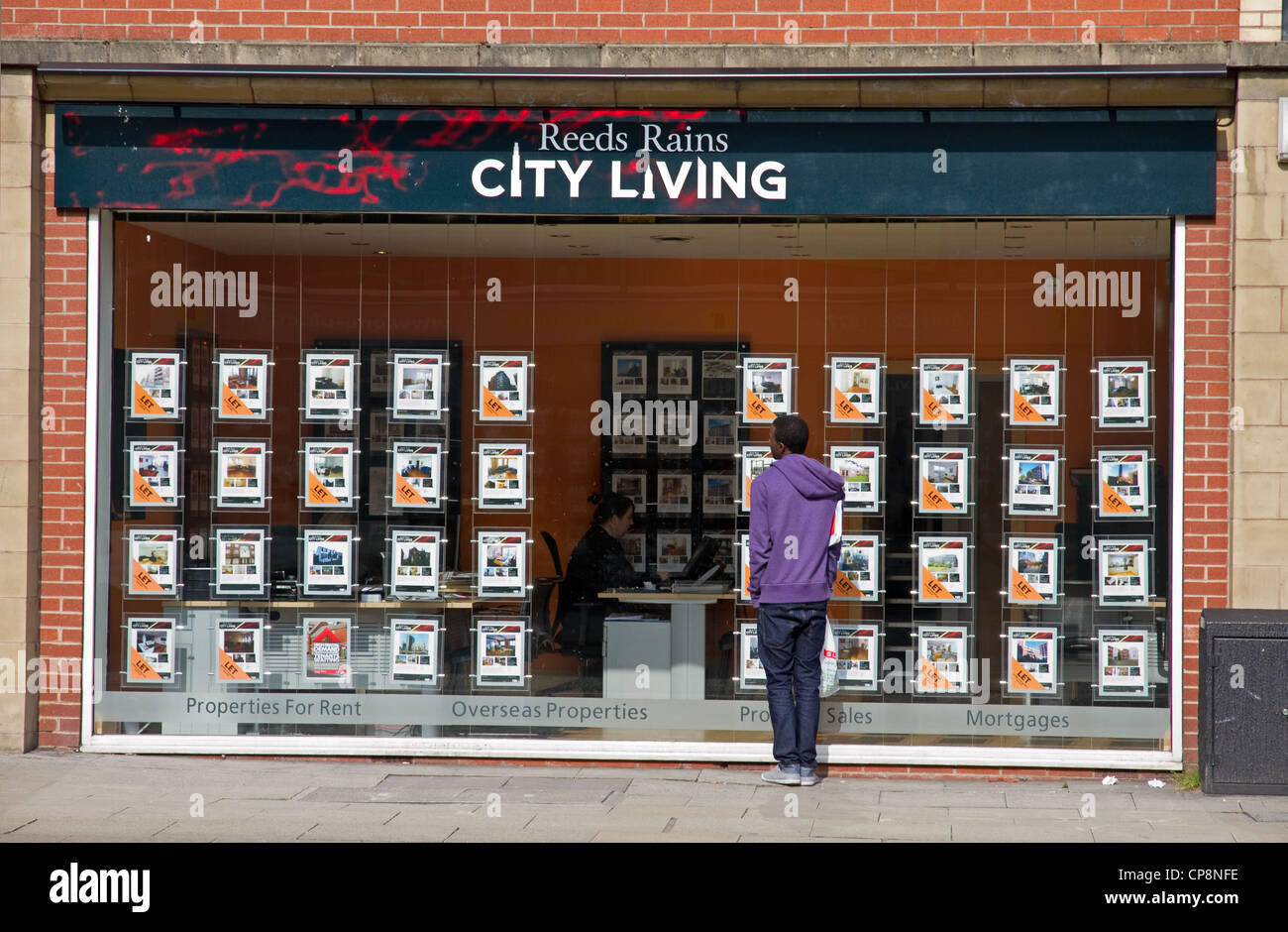 Estate agent for city centre properties, central Manchester, UK - Stock Image