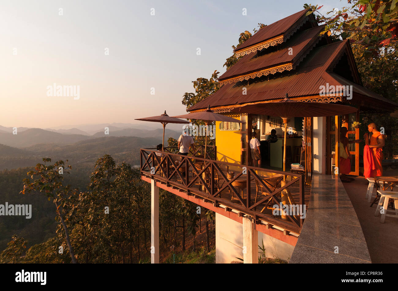 Elk208-3260 Thailand, Mae Hong Son, Wat Phra That Doi Kong Mu, tea house sala - Stock Image