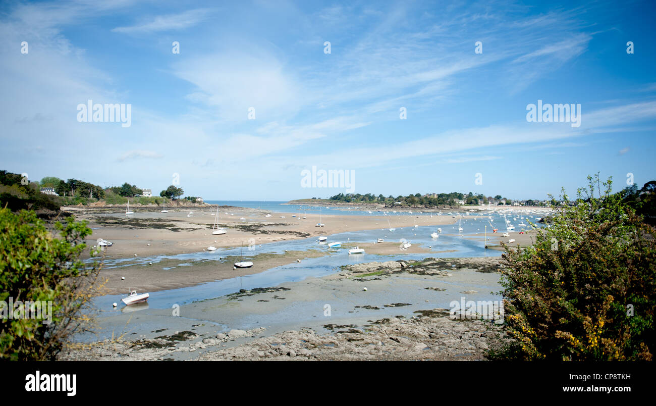Estuary of the Frémur near St-Briac on the north coast of Brittany at low tide - Stock Image