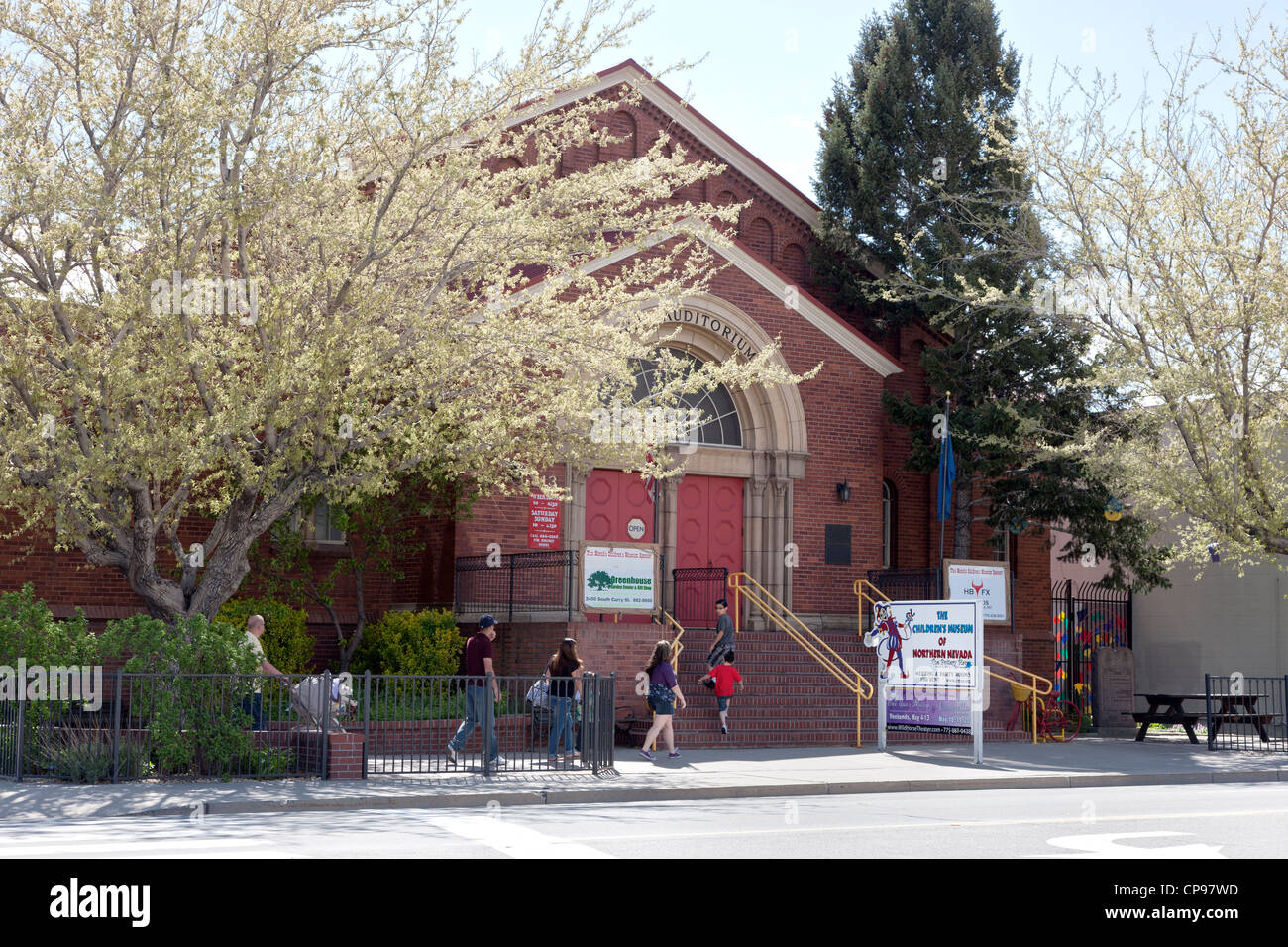 Children's Museum of Northern Nevada, family approaching entrance. - Stock Image