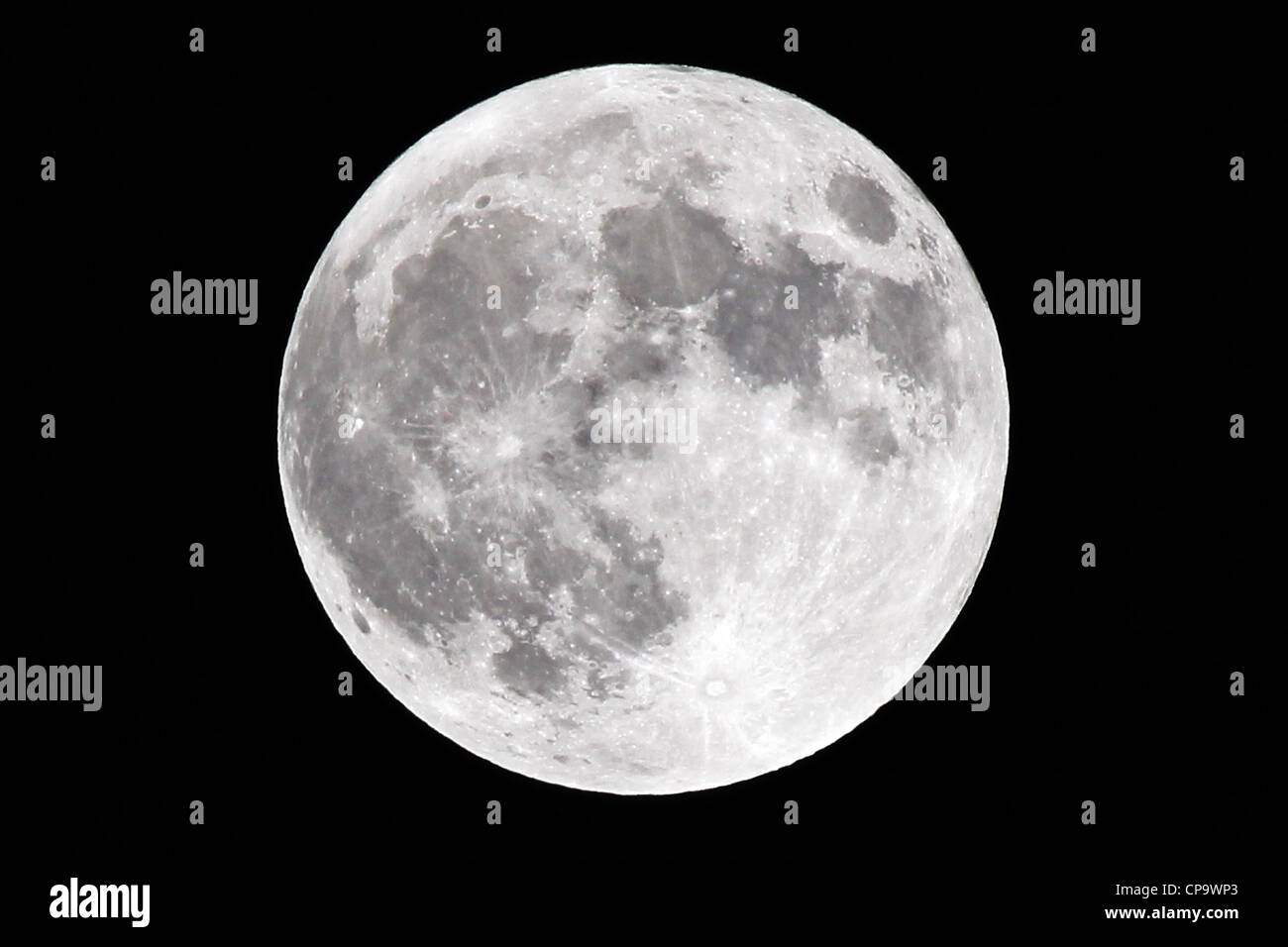 Super Moon at 100% full, taken at its perigee on 5 May 2012. A Super Moon occurs when a full moon is at its closest - Stock Image