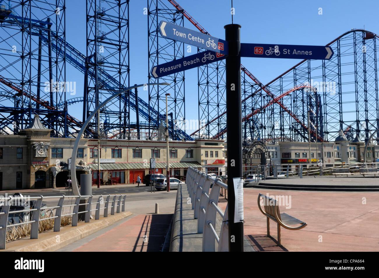 Blackpool Pleasure Beach cycle way - Stock Image