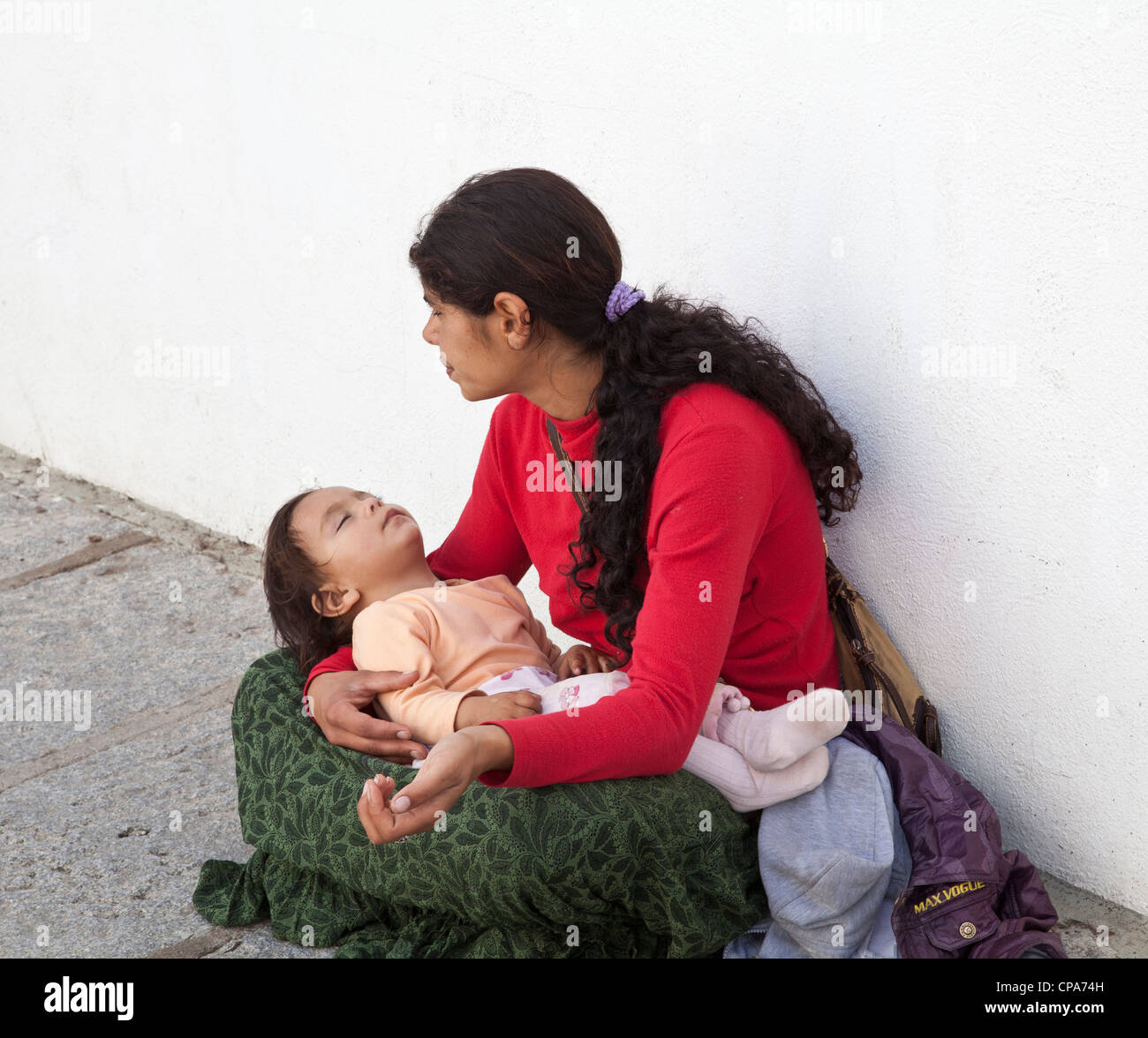 Mother begging with child - Stock Image