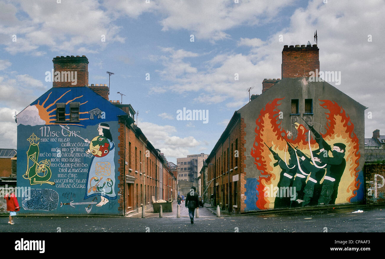 IRA murals on housing in the Bogside, Londonderry, Northern Ireland. - Stock Image