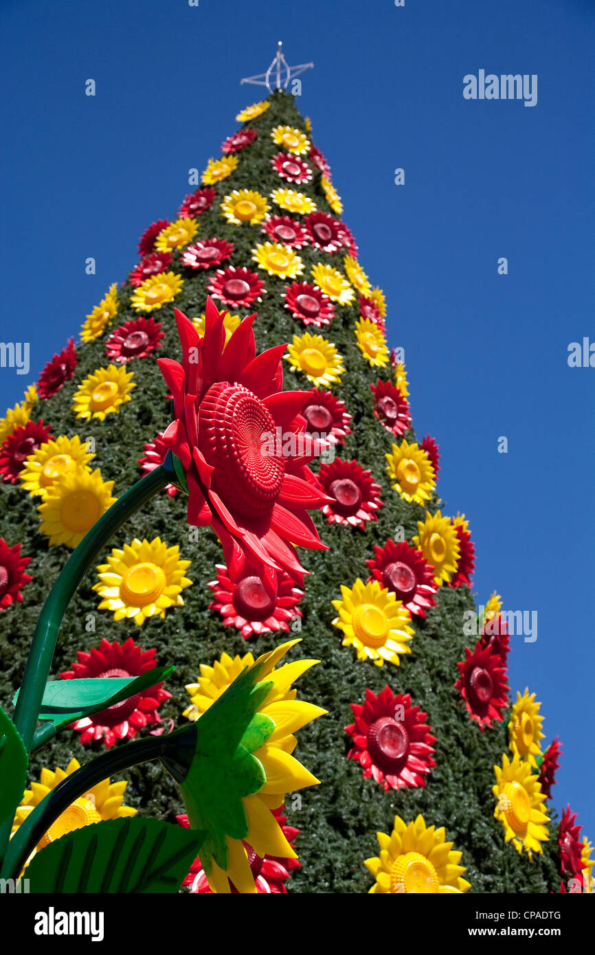 Plastic Tree With Artificial Flowers High Resolution Stock Photography And Images Alamy