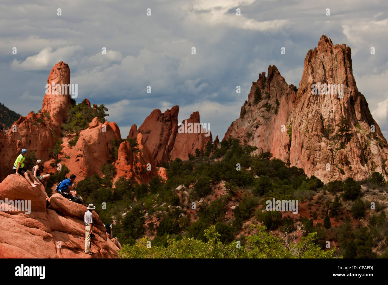 USA, Colorado, Colorado Springs. Spectators on the rocks of Garden of the Gods watching the 2011 USA Pro Cycling - Stock Image