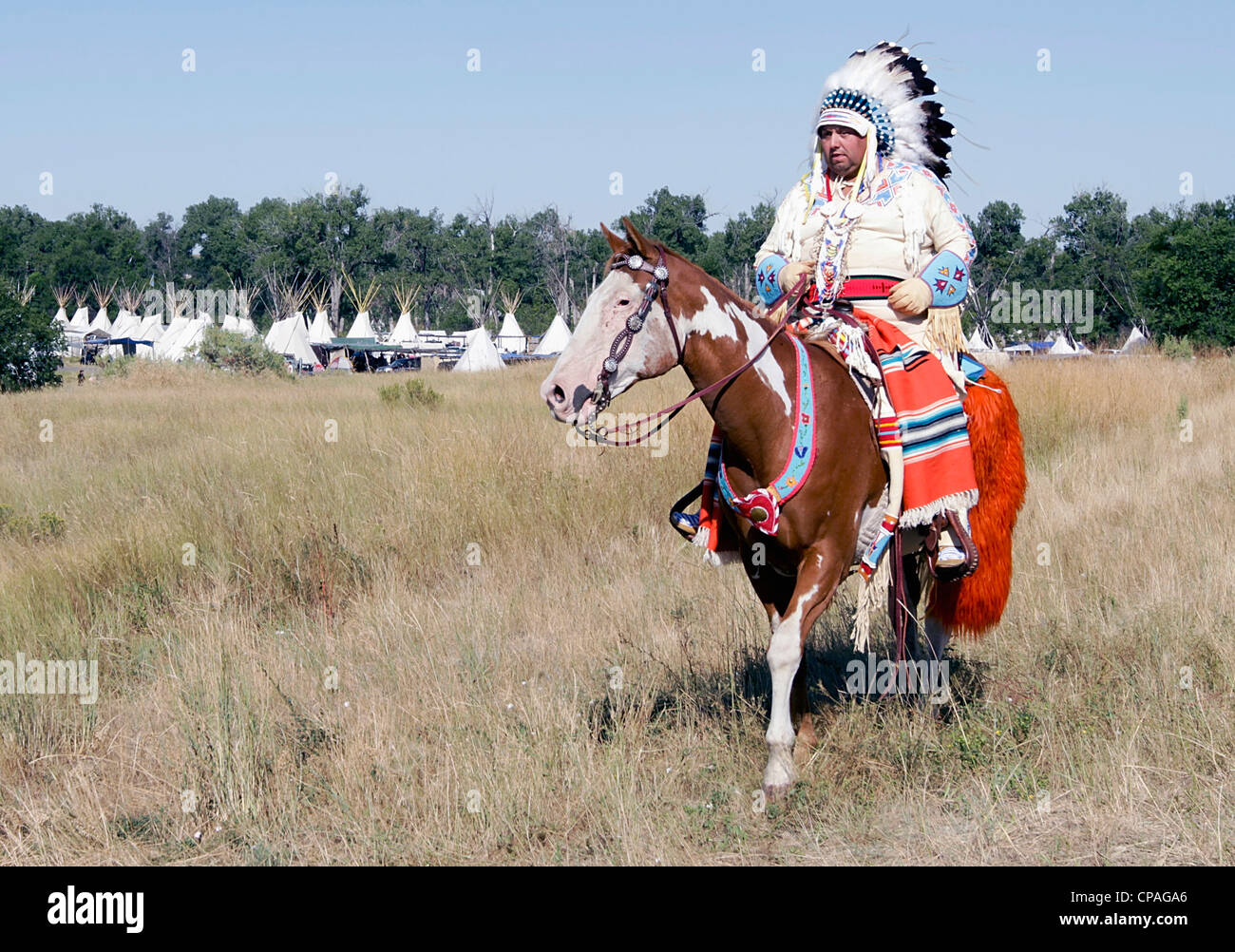 USA, Montana, Crow Agency. Crow chief, in full regalia wearing a war bonnet, during annual Crow Fair in Crow Agency, - Stock Image
