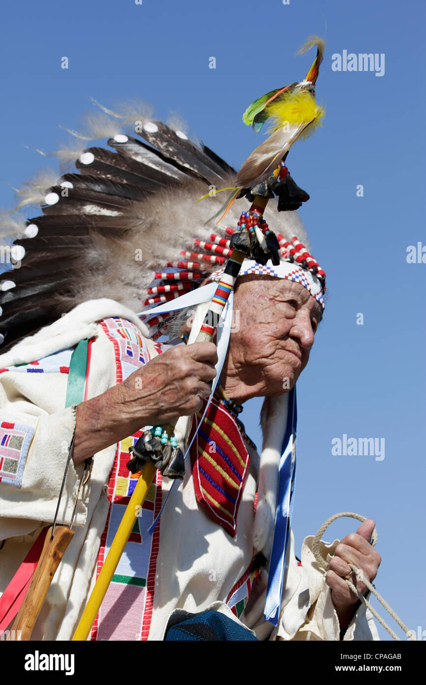 USA, Montana, Crow Agency. Crow chief, in full regalia wearing a war bonnet,  during the annual Crow Fair - Stock Image