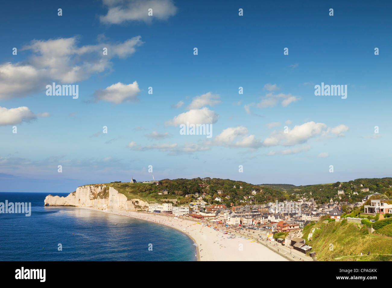 The seaside town of Etretat, Normandy, France, with its beach and chalk cliffs. - Stock Image