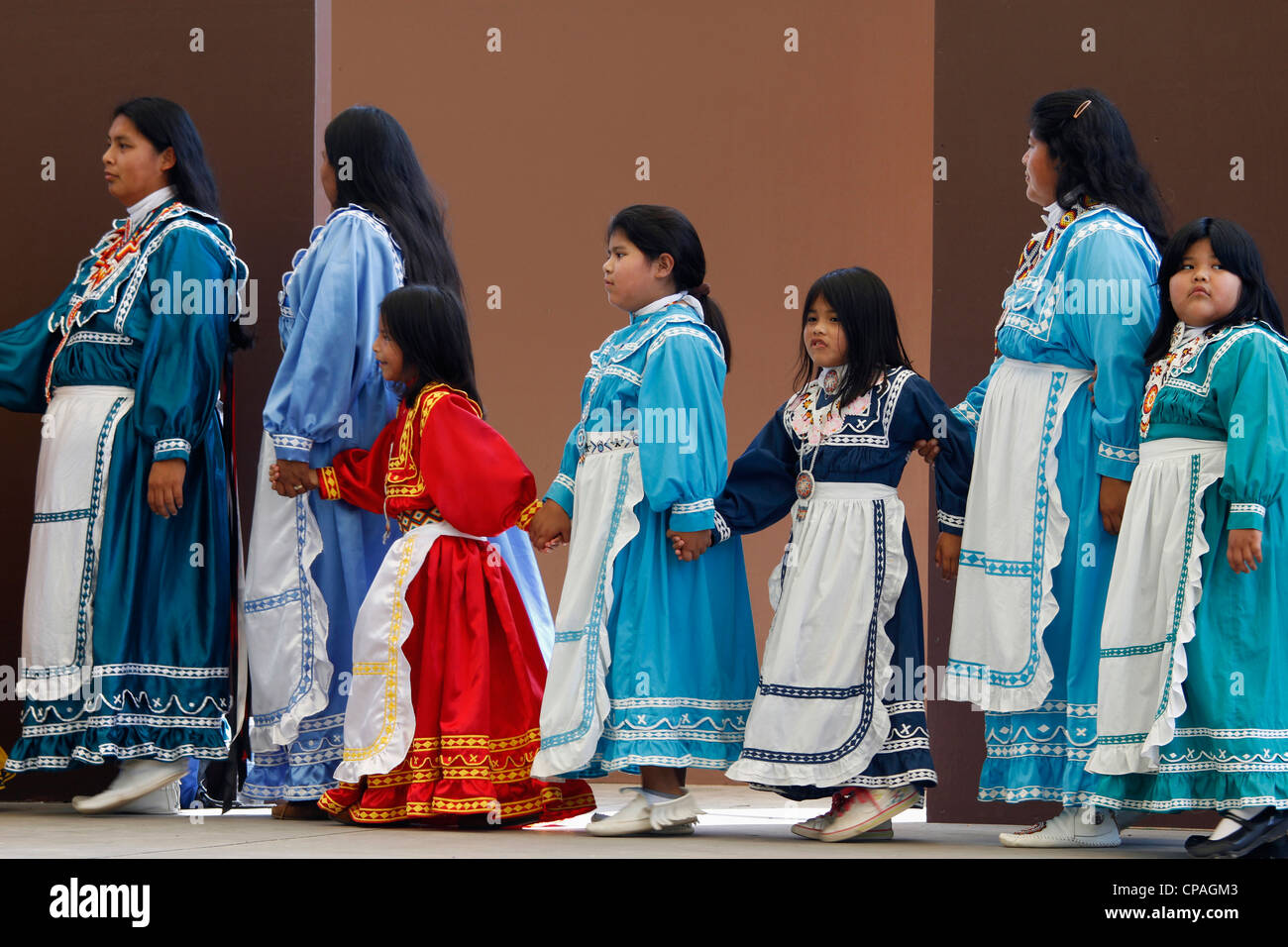 USA, North Carolina, Cherokee. Choctaw Indians women and girls performing a social dance during Southeast Tribes - Stock Image