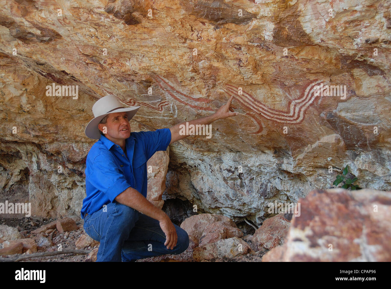 Charles Phillott, owner-operator of Carisbrooke Station in outback Queensland, explains the indigenous Rainbox serpent - Stock Image