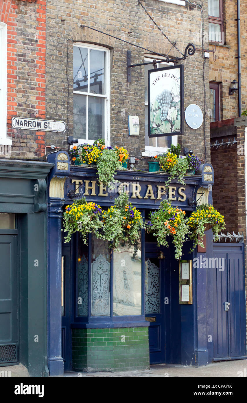 The Grapes Public House on Narrow Street, Limehouse, London. - Stock Image