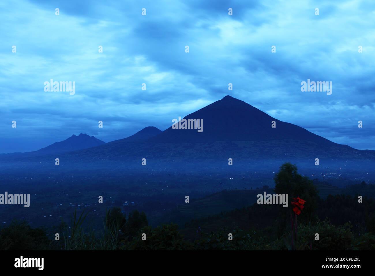 Dawn breaks over the Virunga Mountain Range in the Volcanoes National Park, Rwanda. - Stock Image