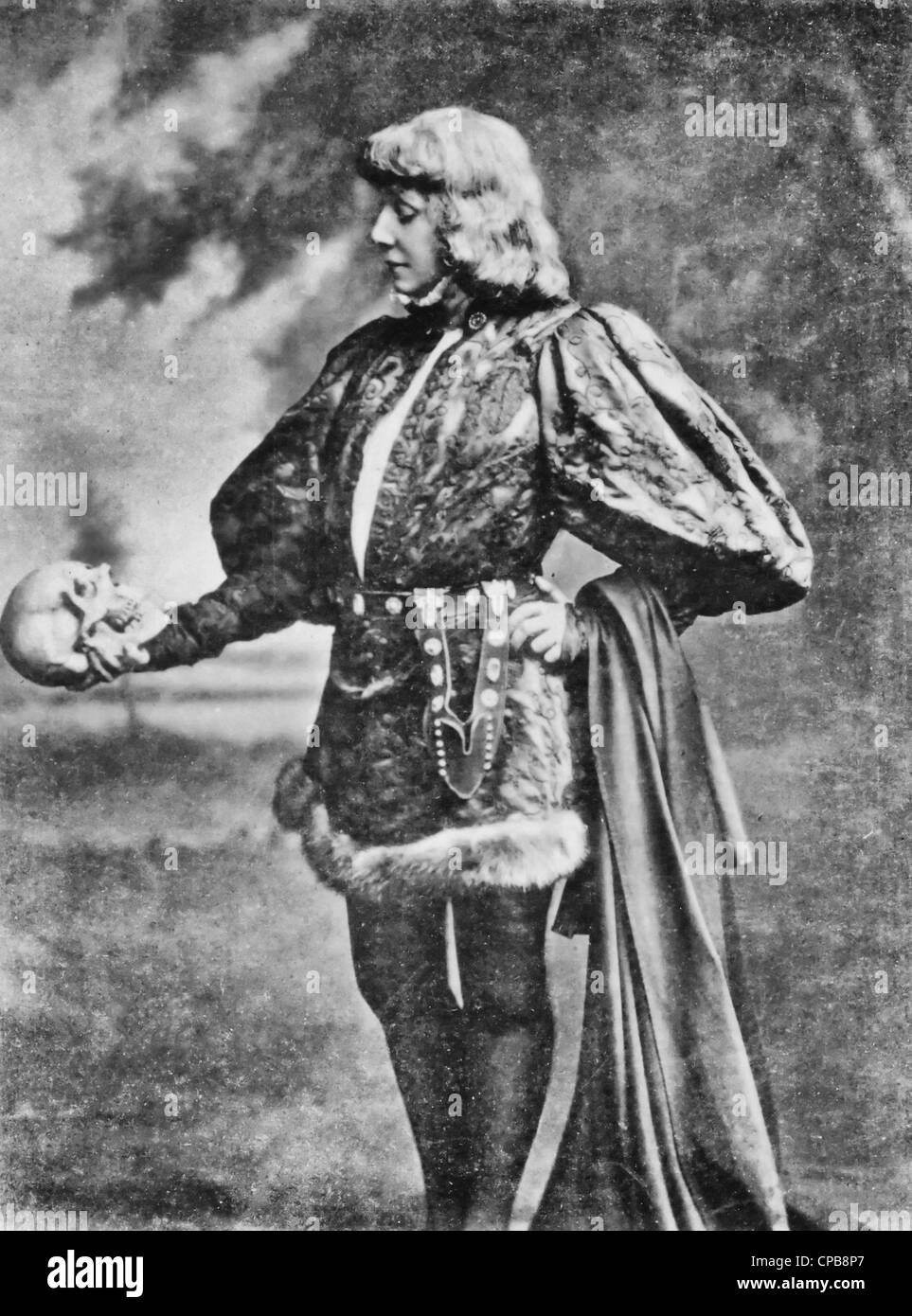 Sarah Bernhardt as Hamlet, full length portrait, standing, facing left, holding and looking at skull, circa 1900. - Stock Image
