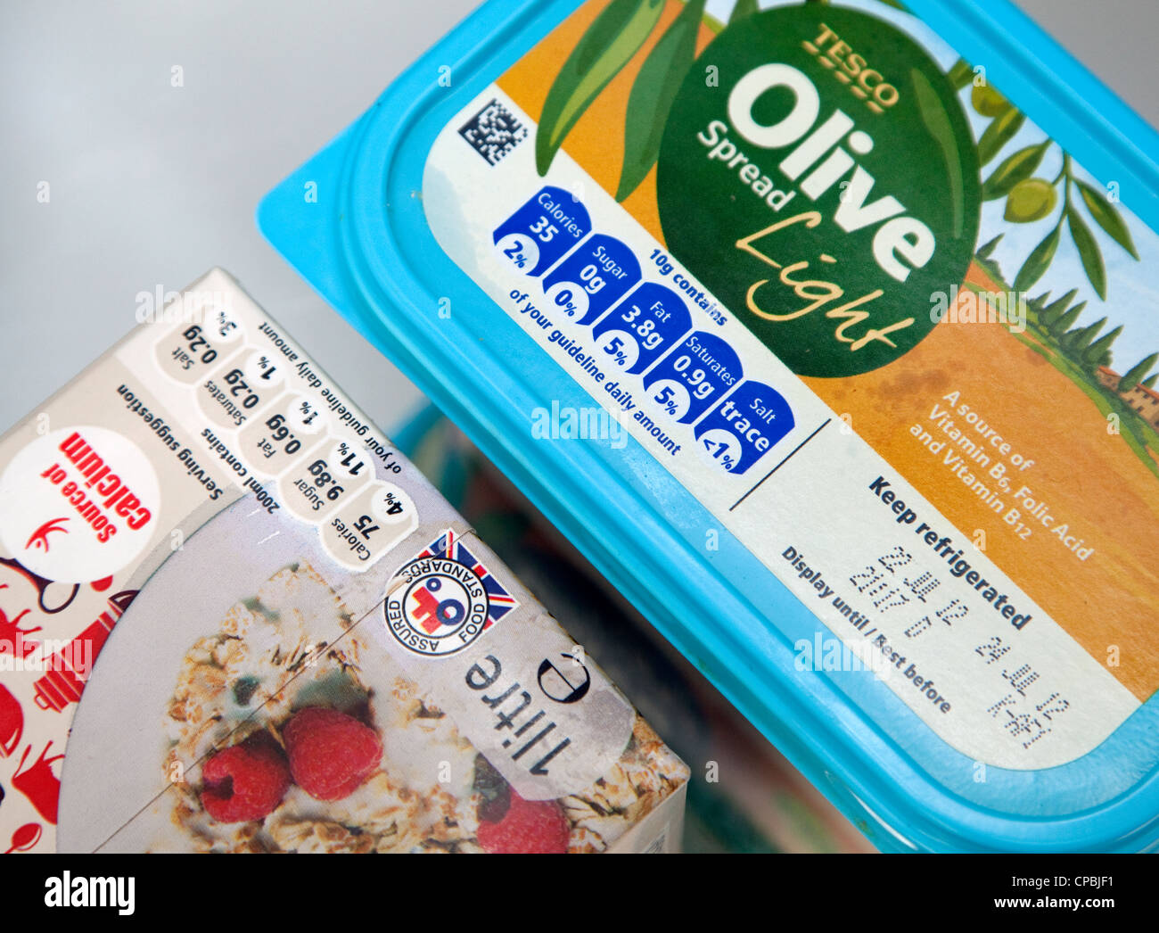 health-information-food-labelling-on-supermarket-products-CPBJF1