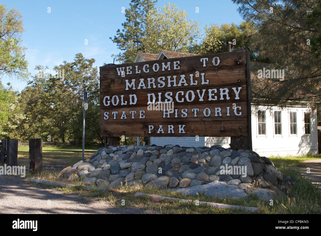 Welcome sign at the entrance to Marshall Gold Discovery state historic park in Coloma - Stock Image