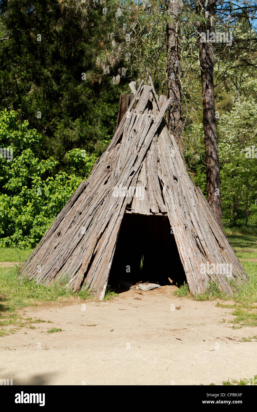 Native Miwok Indian   Wood bark tepee at the Marshall Gold Discovery state historic park in Coloma California - Stock Image