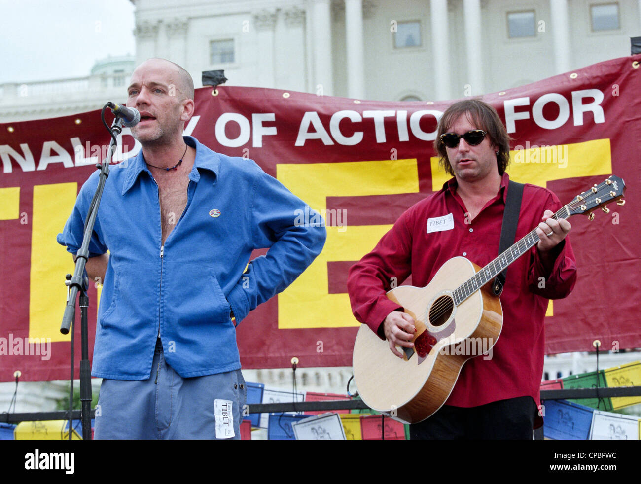 Singer Michael Stipe and guitarist Peter Buck of REM perform at the Rally for Tibet at the US Capitol June 15, 1998 - Stock Image