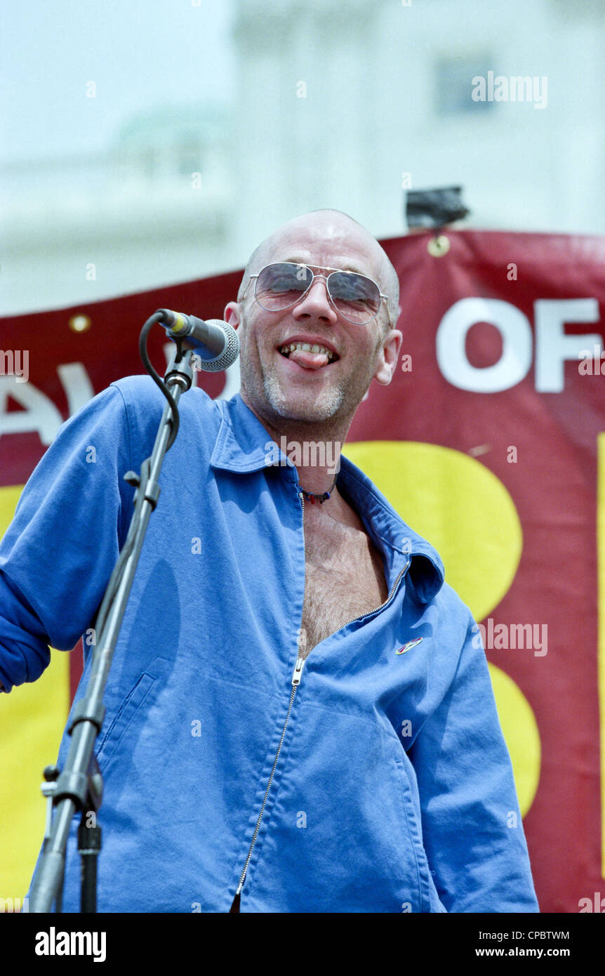 Singer Michael Stipe of REM performs at the Rally for Tibet at the US Capitol June 15, 1998 in Washington, DC. Tibetan - Stock Image