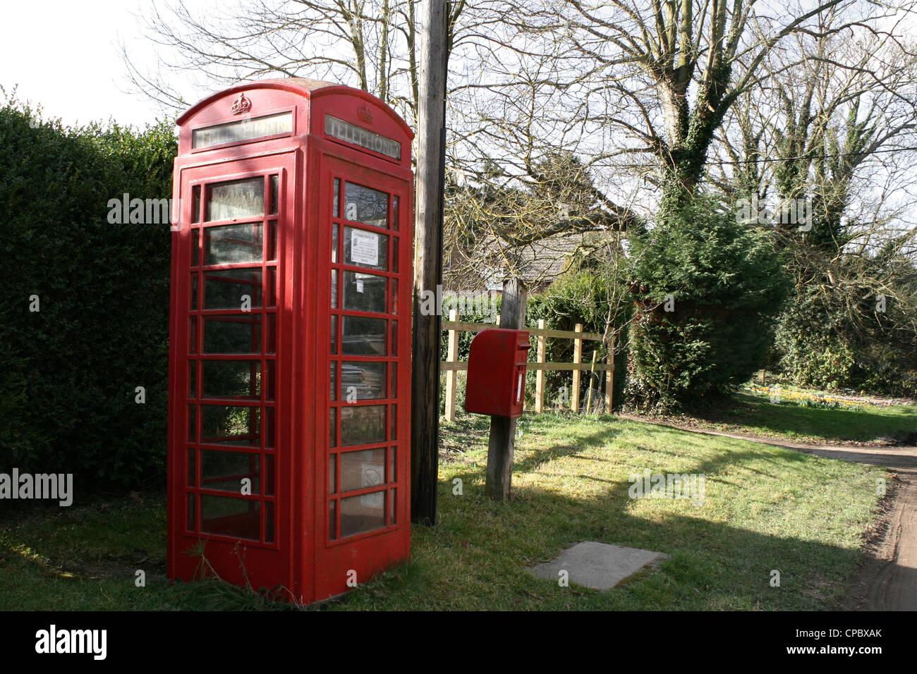 English post box and telephone kiosk Stock Photo