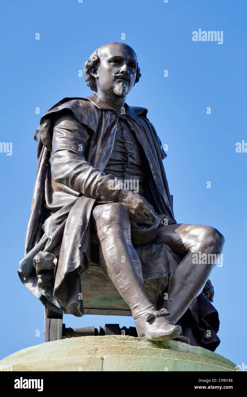 Bronze statue of William Shakespeare Stratford upon Avon  Warwickshire England UK GB EU Europe - Stock Image