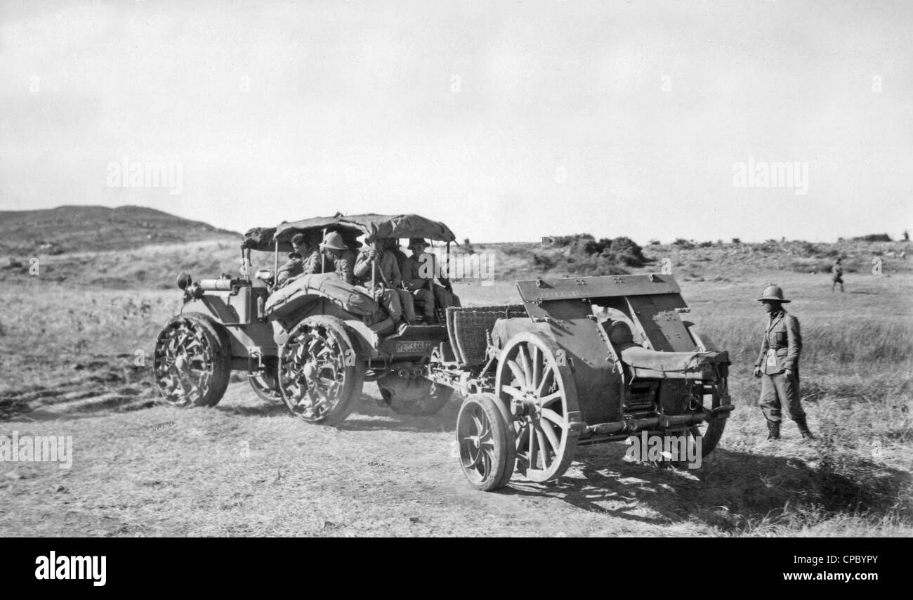 A field gun sat Doghea being drawn by a Pavesi Tractor during the Abyssinian conflict in 1935. From the archives - Stock Image