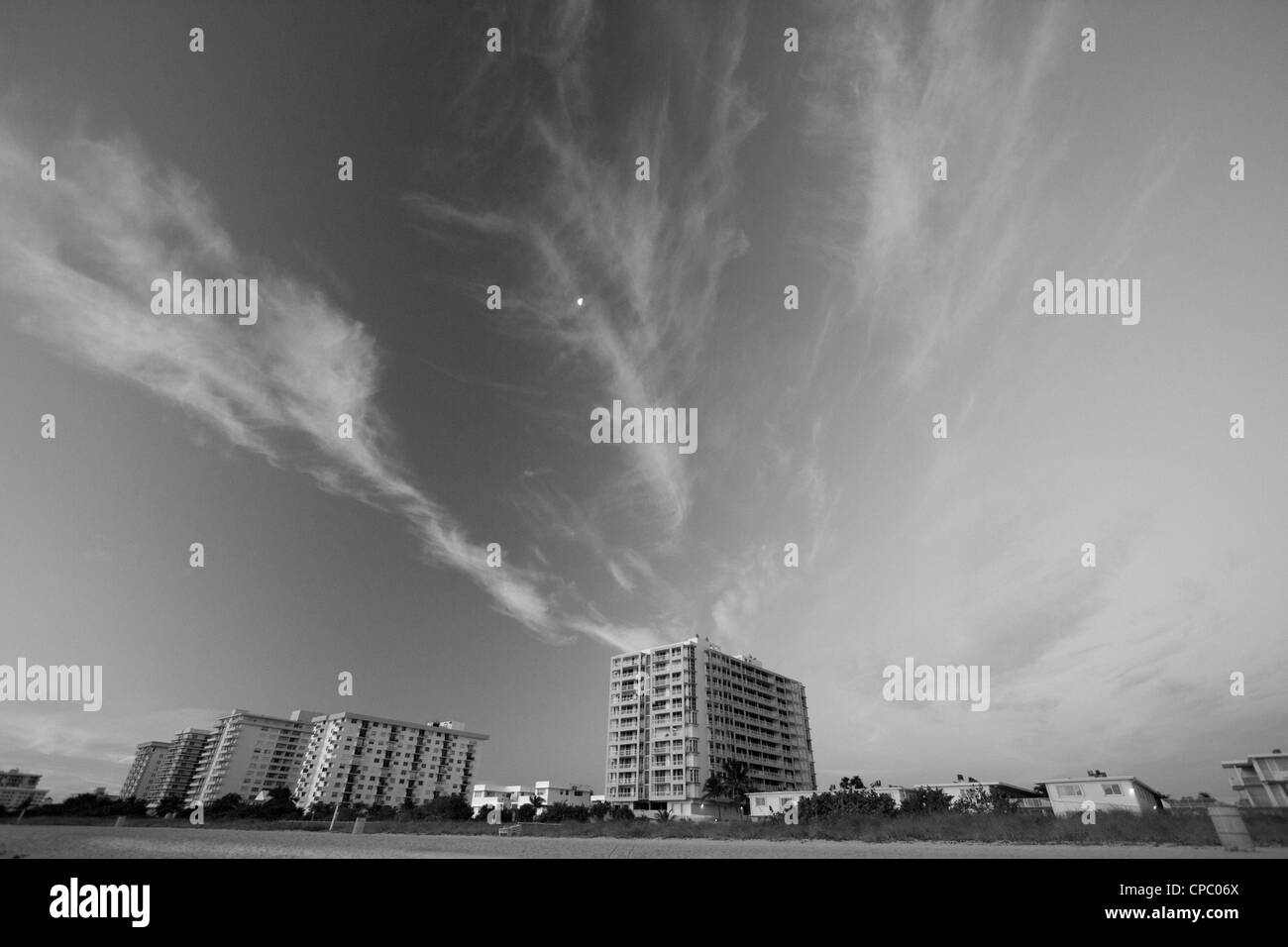 Wispy clouds over miami - Stock Image
