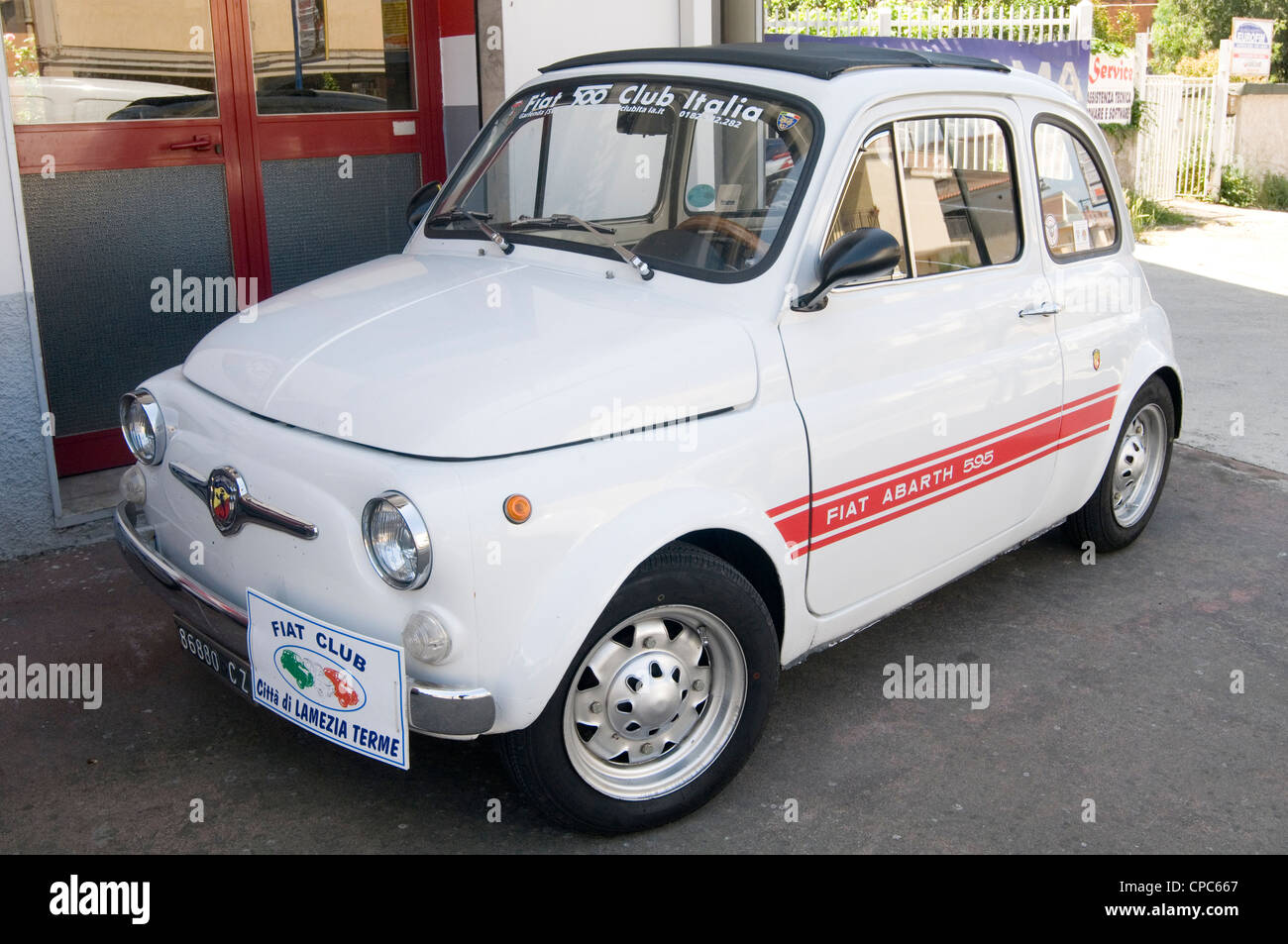 fiat 500 classic small car cars italy italian small peoples - Stock Image