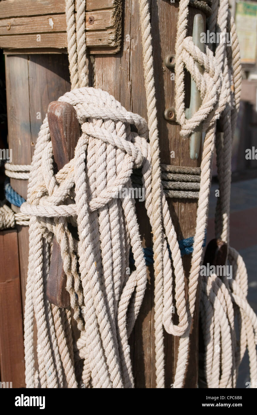 rope ropes knot knot tied up tying tight - Stock Image